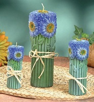 Set of 3 blue daisy candles