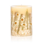 Rosy Rings beach candle with daisy flowers